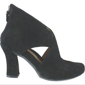 Earthies black leather Syriana peep toe block heel